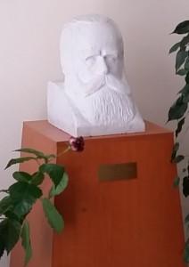 madarasz_szobor